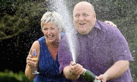 Sacó la lotería, dejó a su mujer por otra y...
